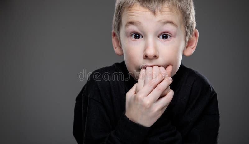 Ansiedad/miedo en un niño pequeño fotos de archivo