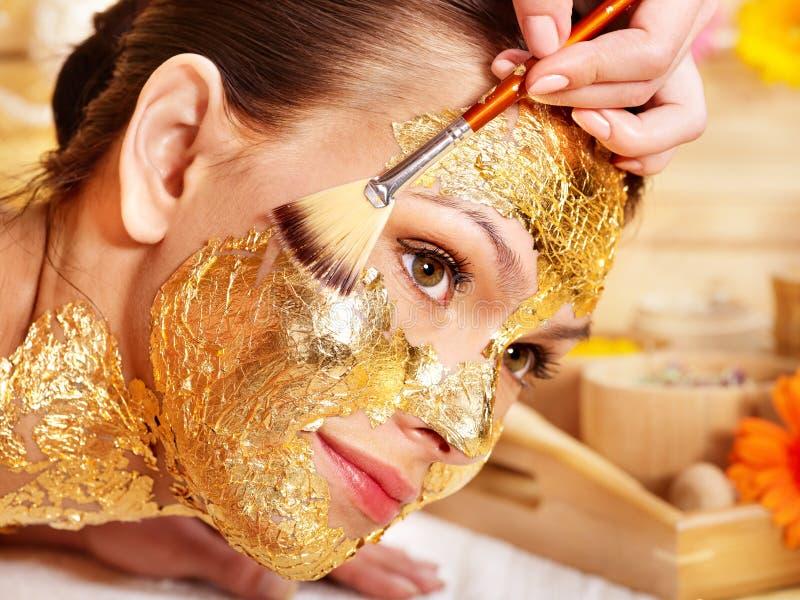 ansikts- fående maskeringskvinna royaltyfri fotografi