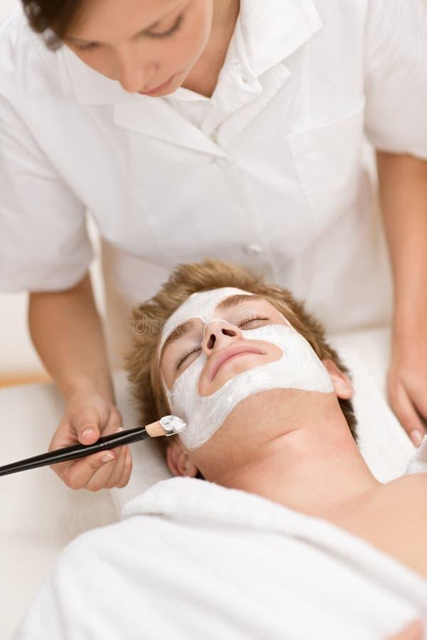 ansikts- manmaskering för skönhetsmedel arkivfoto