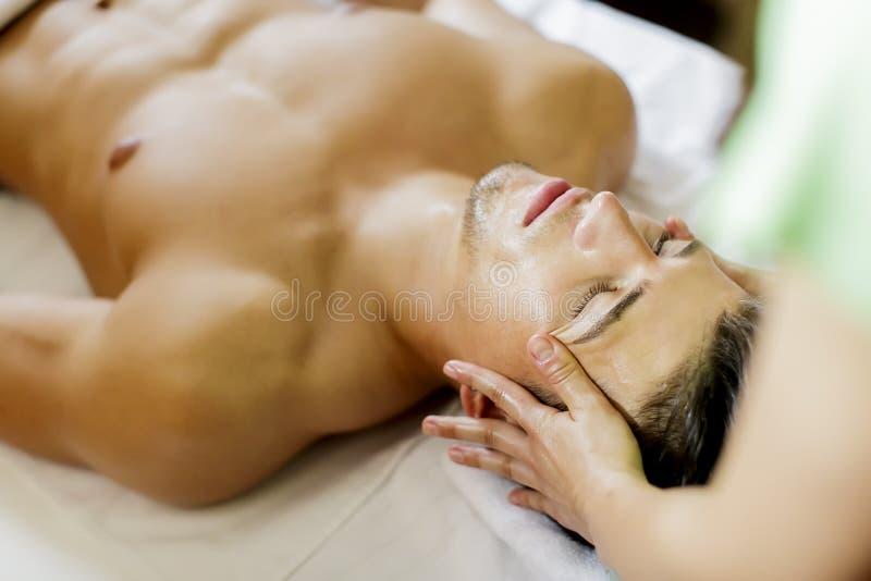 Ansikts- massage royaltyfri bild