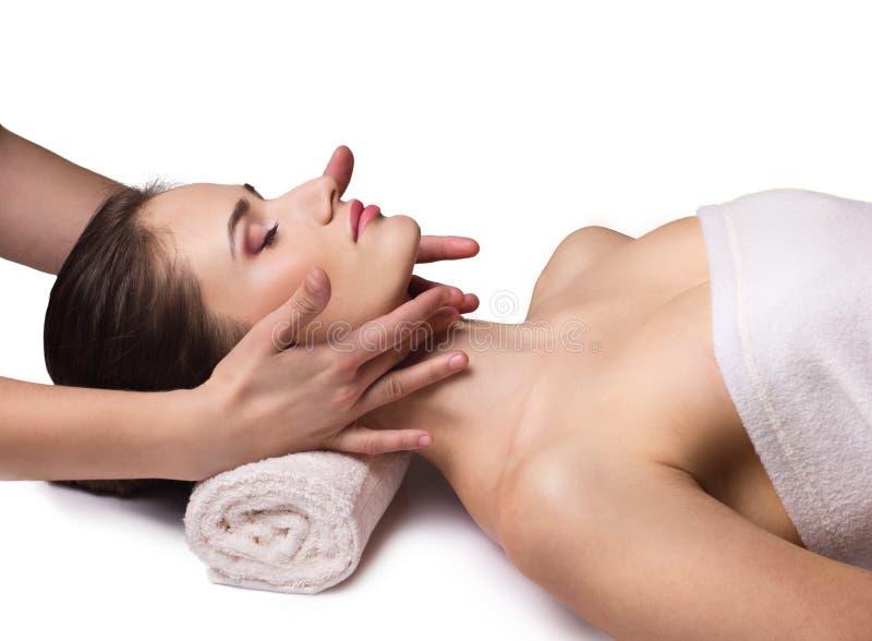 Ansikts- massage för ung kvinna fotografering för bildbyråer