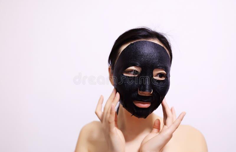 Ansiktsbehandlingsvartmaskering royaltyfri bild
