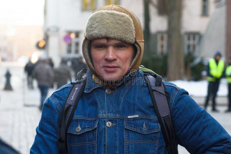 Ansis Ataols Berzins, tijdens Demonstratie tegen nieuwe coalitie van regering van Letland stock foto