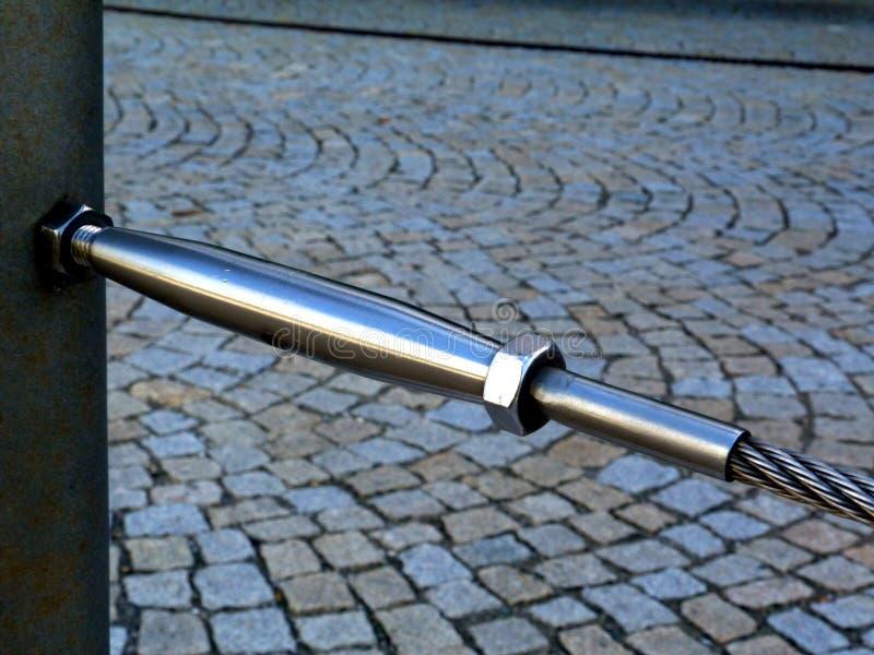 Anslutning för rep för kabel för tråd för för rostfritt stålvändbuckla och stål i abstrakt sikt royaltyfri bild