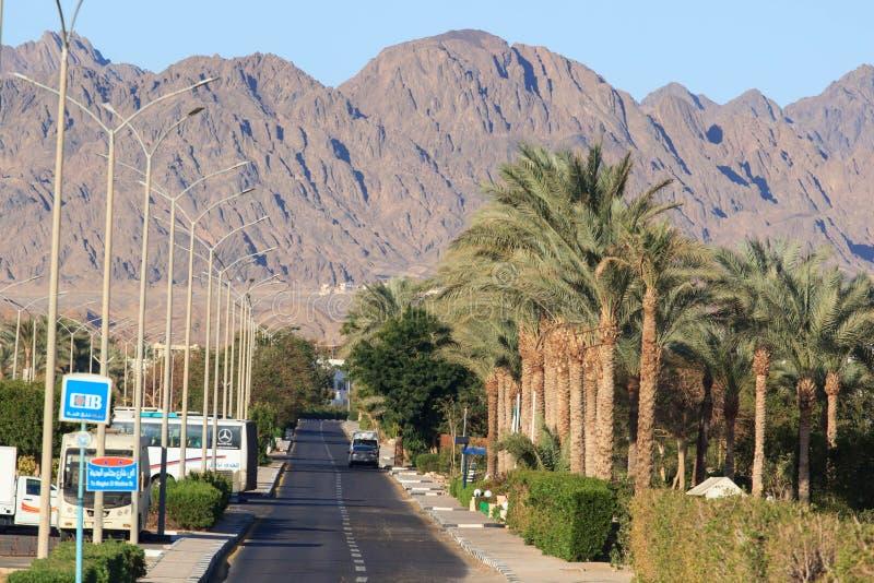 Anslutningsdal i den Dahab staden, södra Sinai royaltyfri fotografi