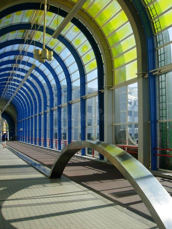Download Anslutningskorridor arkivfoto. Bild av station, stads, stad - 980556
