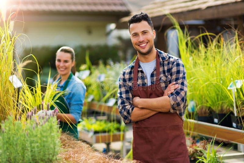 Anställda för trädgårds- mitt royaltyfri foto