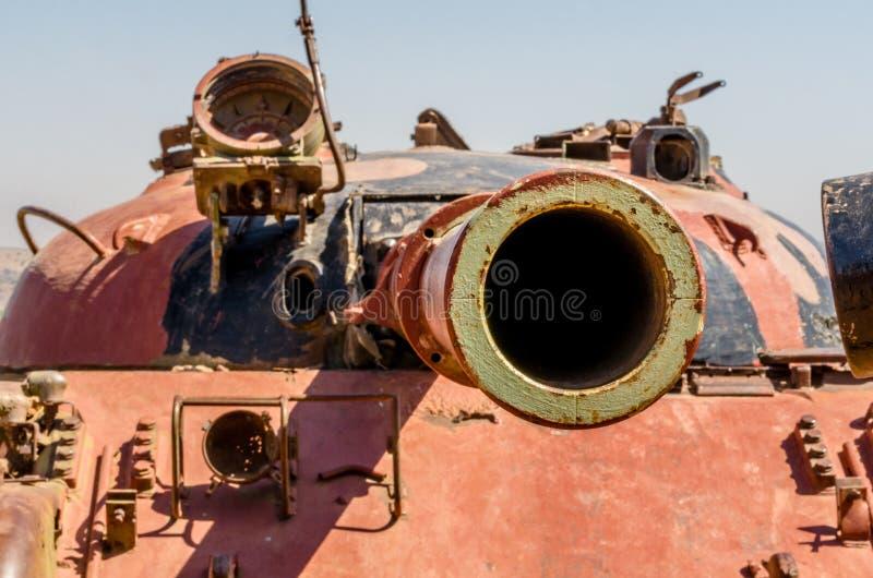 Anstarren hinunter das Fass des Gewehrs eines des Syrers T62 Behälters auf dem Tal von Rissen in Israel von Yom Kippur War lizenzfreie stockfotos