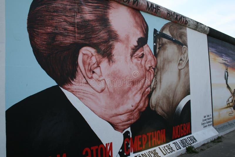 Anstrich auf der Berliner Mauer stockfotos
