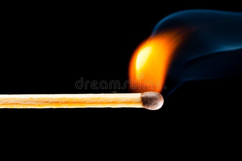 Antända matchen med rök royaltyfria bilder