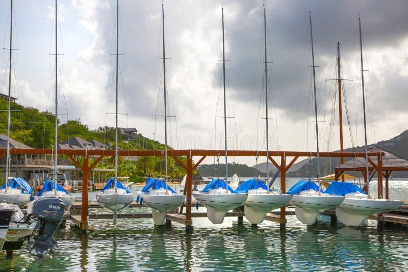 Antígua, ilhas das Caraíbas, porto inglês e iate imagens de stock