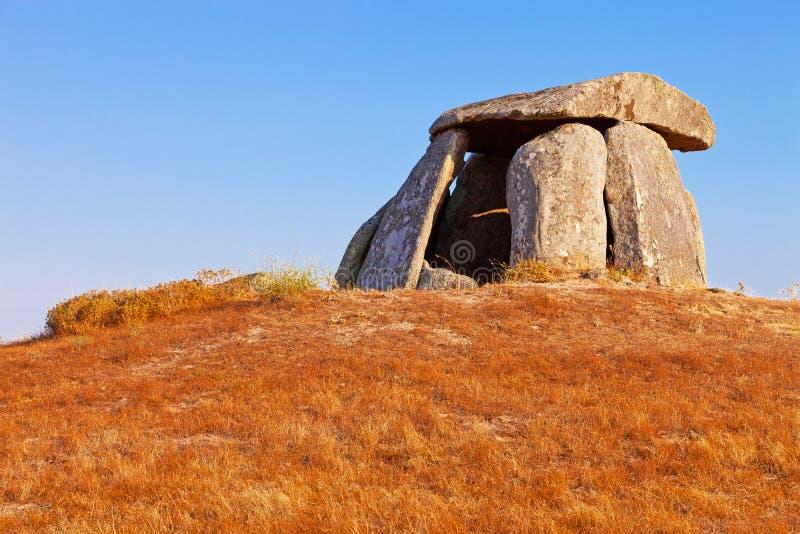 Anta di 5000 anni neolitico fa il dolmen di Tapadao fotografie stock