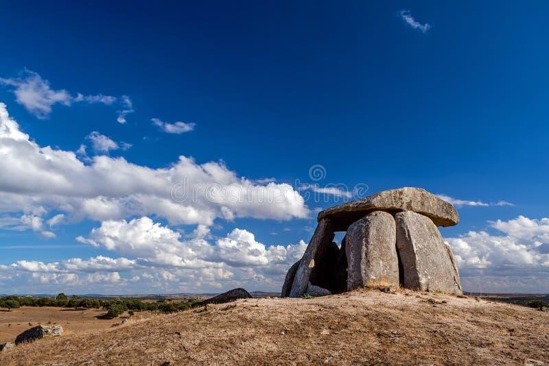 Anta di 5000 anni neolitico fa il dolmen di Tapadao da cultura megalitica fotografia stock libera da diritti