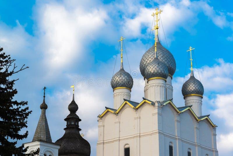 Antagandedomkyrka av Kreml i Rostov Veliky, Ryssland royaltyfria foton