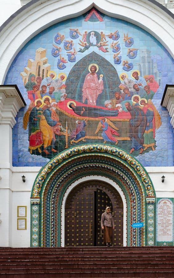 Antagandedomkyrka, Yaroslavl, guld- cirkel av Ryssland royaltyfri bild