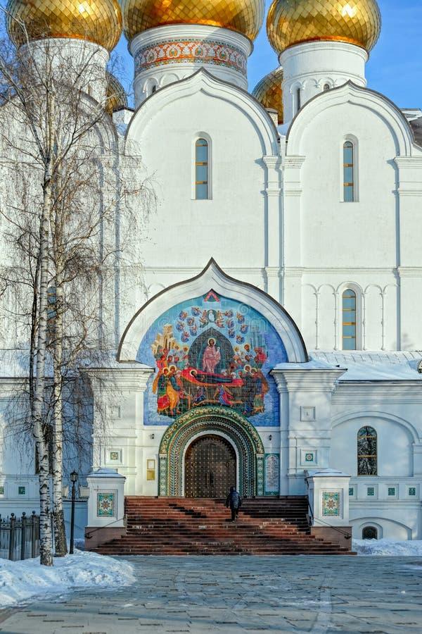 Antagandedomkyrkafasad i Yaroslavl, Ryssland royaltyfri bild
