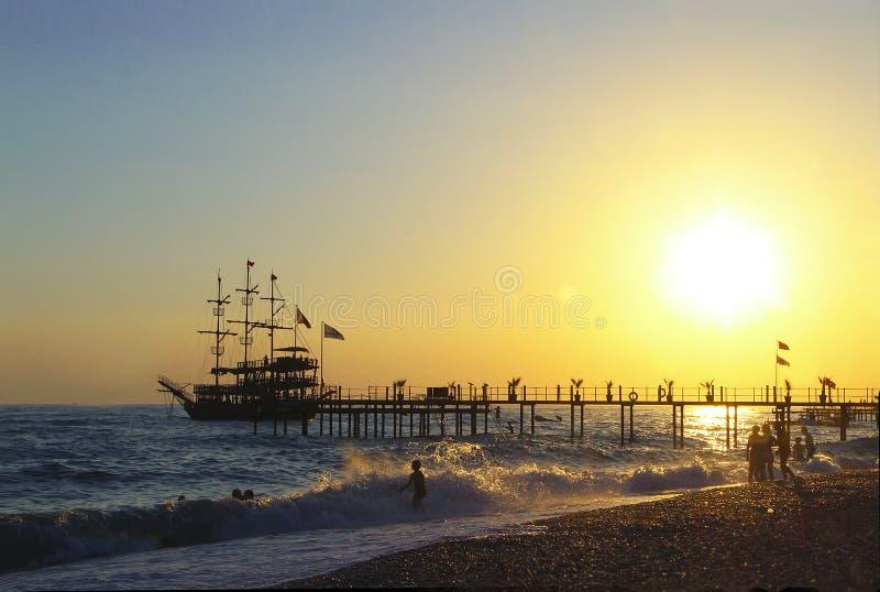 Antalya het overzees bij zonsondergang royalty-vrije stock afbeeldingen