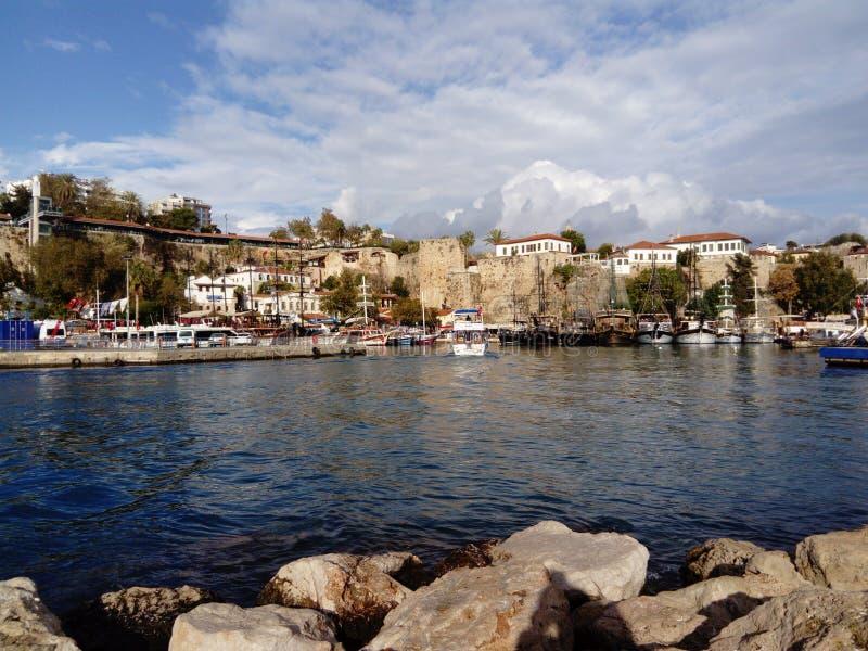 Antalya Kaleiçi är en klassisk sikt från marina royaltyfri bild