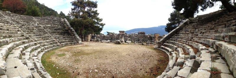 Antalya l'amphithéâtre de Romain-ère, la situation est tout à fait bon image stock