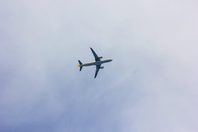 Antalya, Turkije -17 Mei 2018; De internationale Antalya-Luchthaven het vliegtuig landt Antalya Turkije royalty-vrije stock afbeeldingen