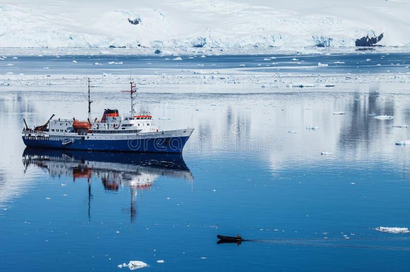 Antarctica statek zdjęcie stock