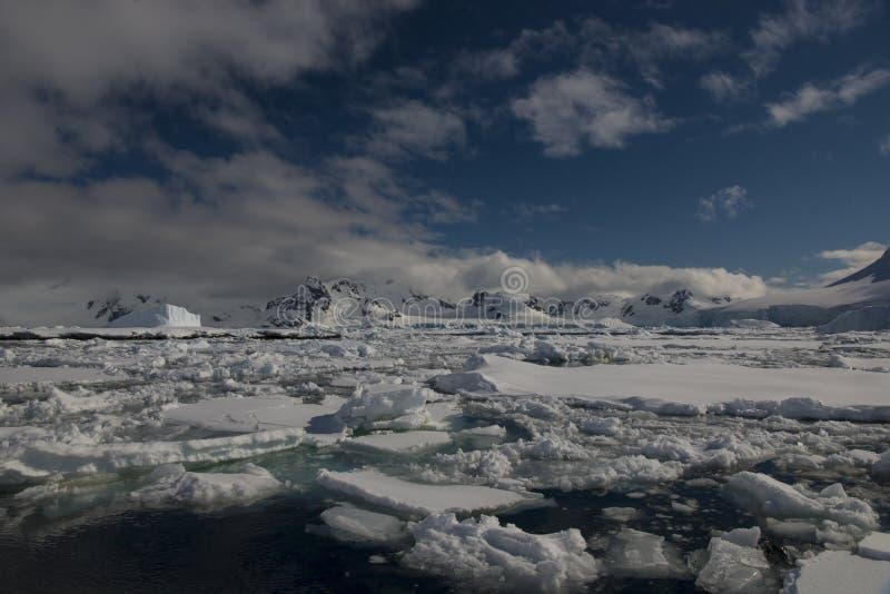 Antarctica widoku forma statek zdjęcie stock