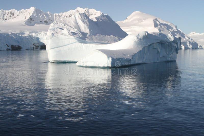 Antarctische ijsberg royalty-vrije stock afbeeldingen