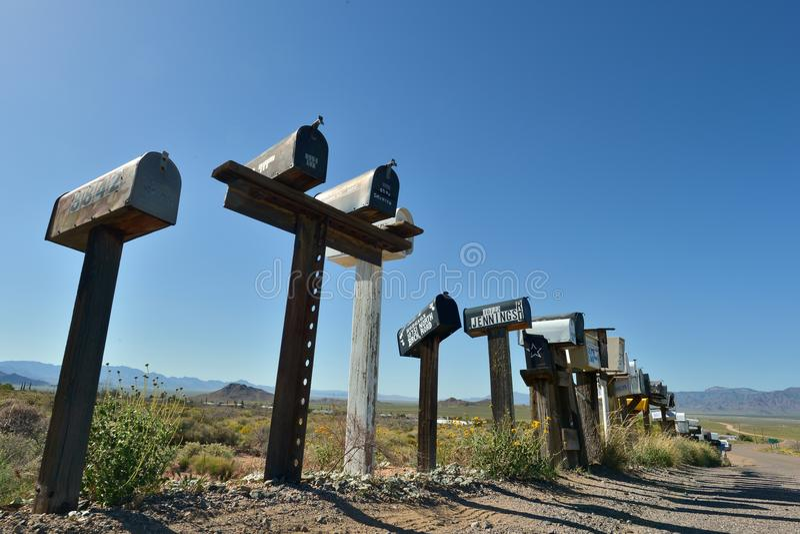 Antares点,亚利桑那,美国, 2017年4月20日:邮箱沿它遇见路线66的Antares路排队 图库摄影