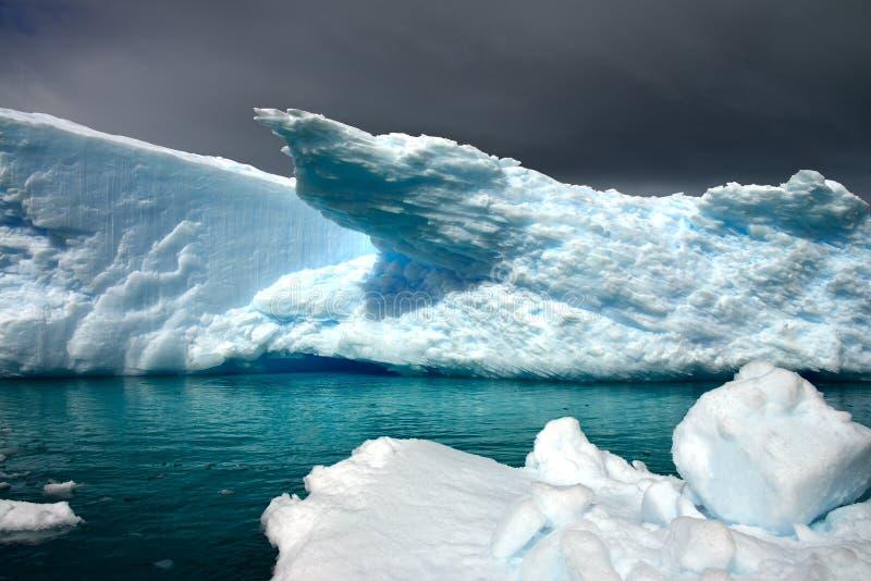 Antarktischer Eisberg stockfotografie