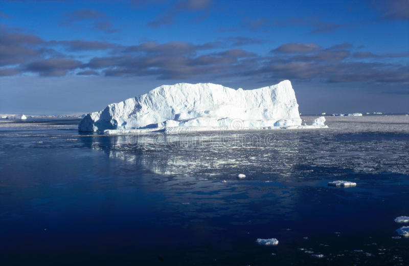 Antarktischer Eisberg IV lizenzfreie stockfotografie