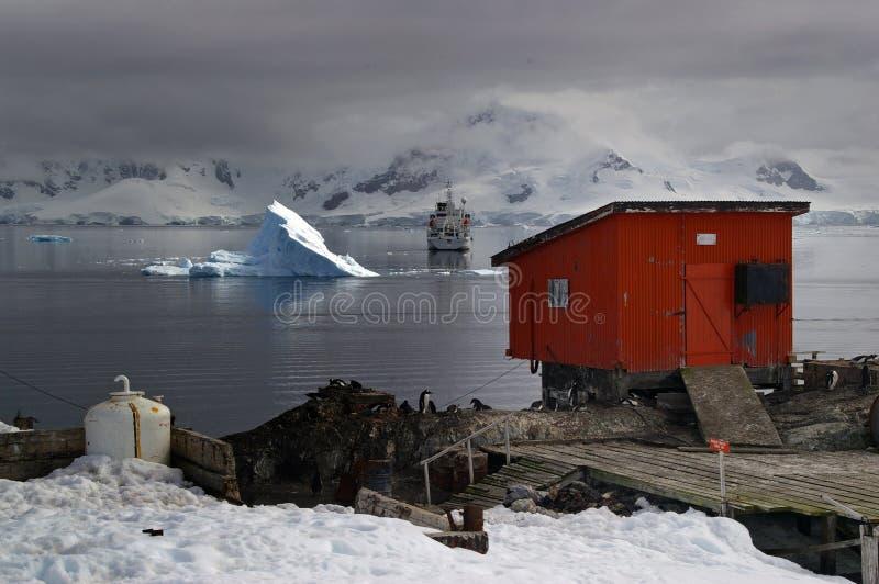 Antarktischer Tourismus und Forschung lizenzfreie stockbilder