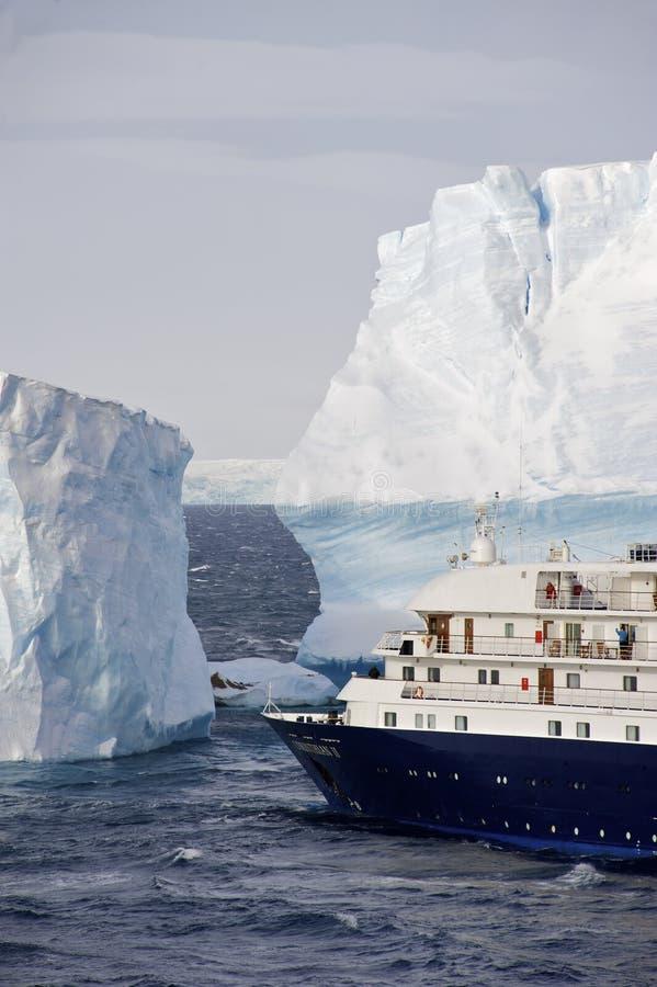 Antarktiskryssningship arkivbild