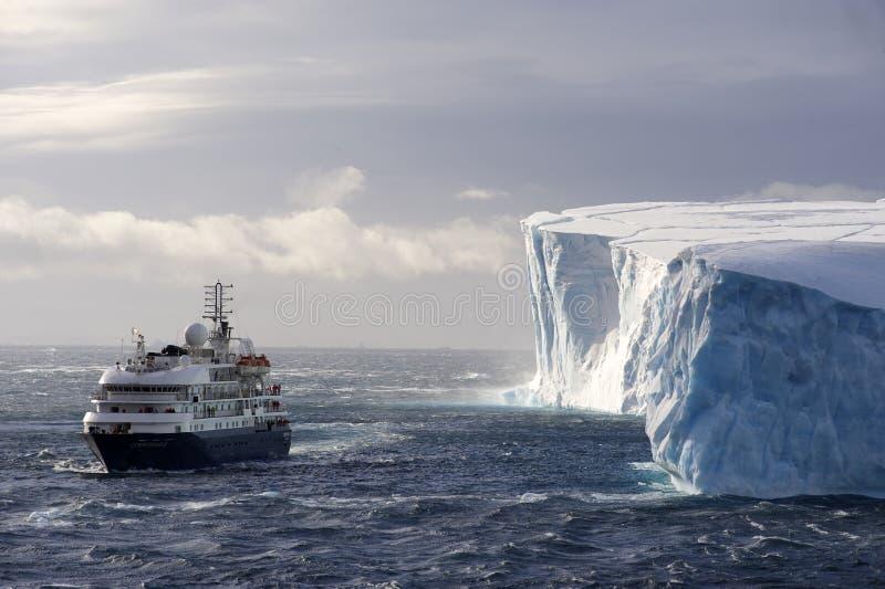 Antarktiskryssningship royaltyfri fotografi