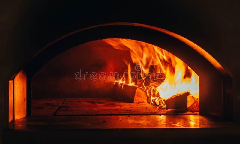 Antecedentes del fuego E vídeo Leña ardiente en la chimenea Quemadura de la leña en el burning de madera imagenes de archivo