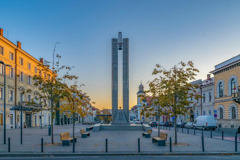 Anteckningmonument på den Eroilor avenyn, hjältar ' Aveny - en central aveny i Cluj-Napoca, Rumänien royaltyfri foto