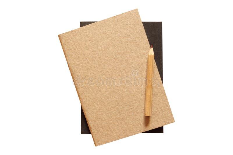 Anteckningsböcker täcker med blyertspennan som isoleras på vit bakgrund Snabb bana royaltyfri fotografi