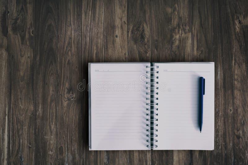 Anteckningsbok för writing arkivbilder