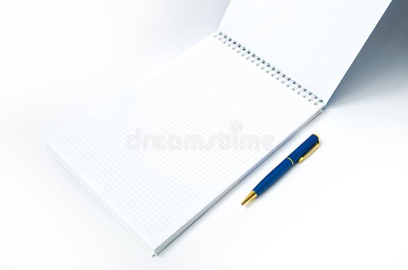 Anteckningsboken och skrivar arkivbild