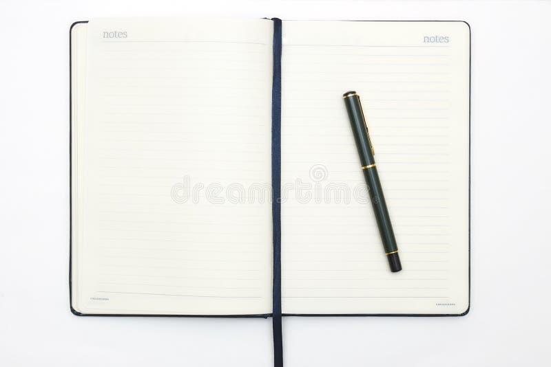 Anteckningsboken och skrivar på vitbakgrund Abstrakt bakgrund för att dra och att skissa dagbok för affär och studie royaltyfri fotografi