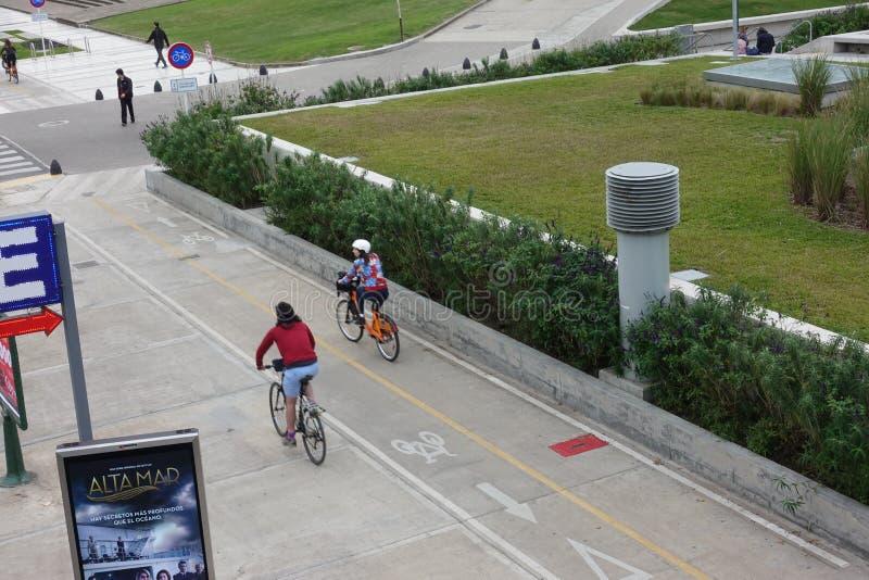 Anteilfahrräder der Leute Reitenfahr lizenzfreies stockbild