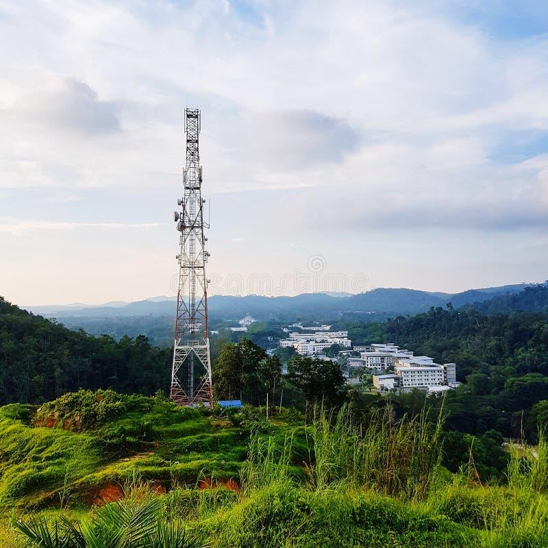 Antena κινητής επικοινωνίας στο λόφο στοκ φωτογραφίες