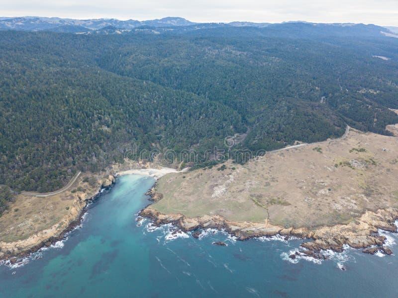 Antena da linha costeira bonita de Sonoma em Califórnia do norte imagem de stock