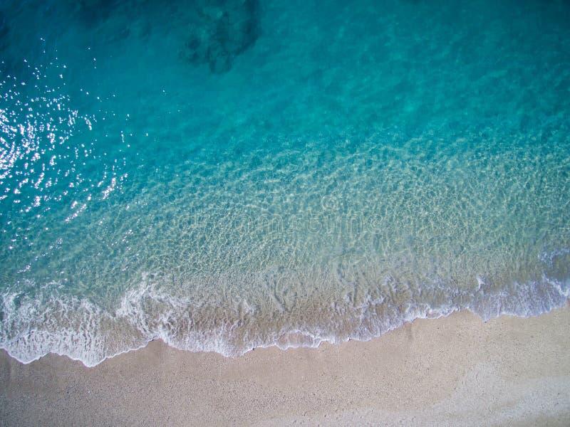 Antena da praia de Kathisma na ilha Grécia de Lwfkada fotos de stock royalty free