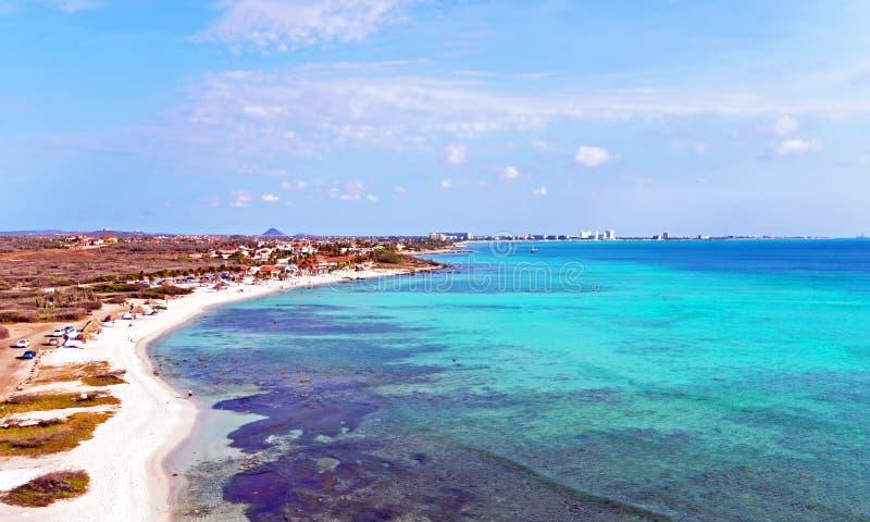 Antena de Aruba en la playa de Malmok en el Caribe fotos de archivo libres de regalías