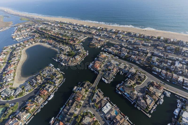 Antena de casas da praia do por do sol em Califórnia do sul foto de stock