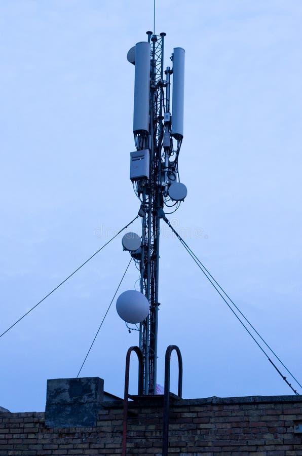 Antena de la comunicación móvil Transmisión de la comunicación Ondas de radio fotografía de archivo libre de regalías