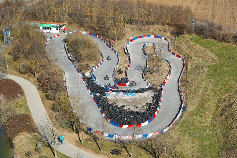Antena de la pista que compite con Ir-kart fotografía de archivo