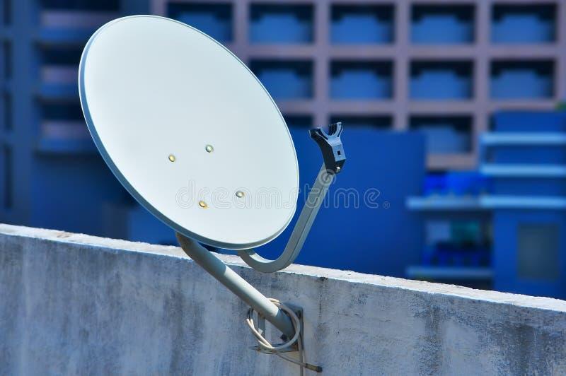 Antena de plato basado en los satélites fotos de archivo libres de regalías