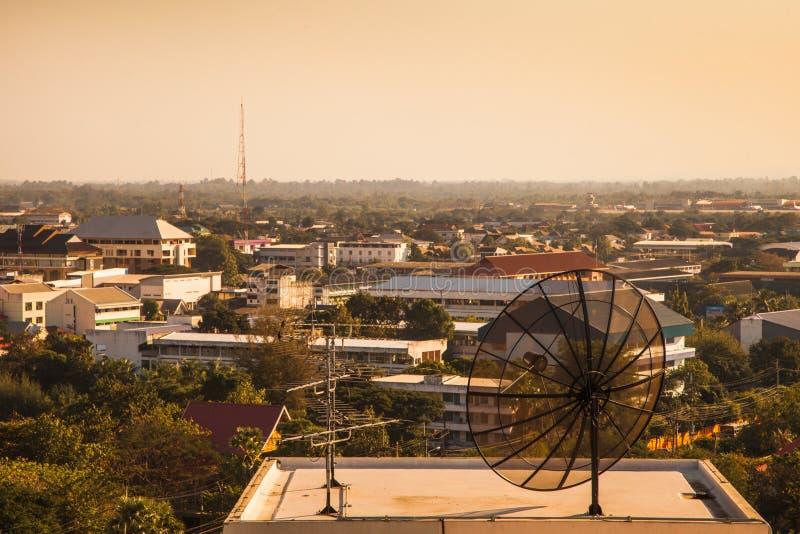 Antena de televisão velha no telhado imagens de stock royalty free