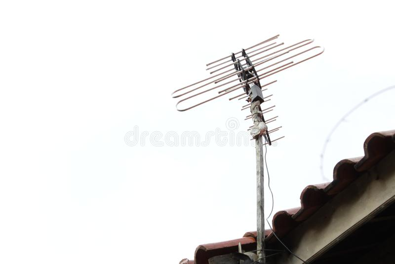 Antena de televisi?n en el tejado fotos de archivo libres de regalías